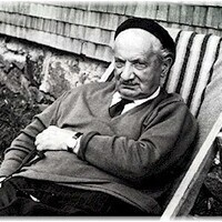 Heidegger's Hausfreund and the Re-enchantment of the Familiar