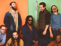 Black Joe Lewis and the Honeybears