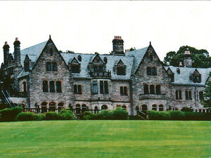 Tours of Mill Neck Manor house