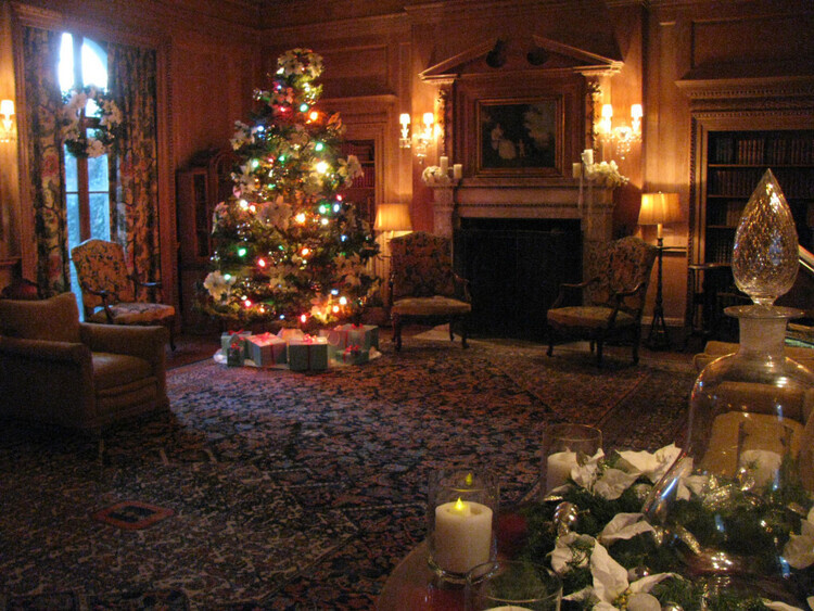 Tours of Decorated Vanderbilt Mansion